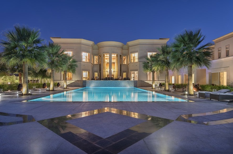 Lay your eyes on this absolutely off the hook mother gripper mansion my pops went crazy!