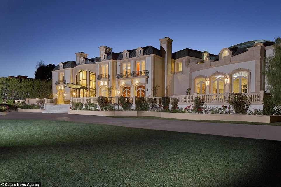 Checkout this quite slick beast mansion my sis fell out!
