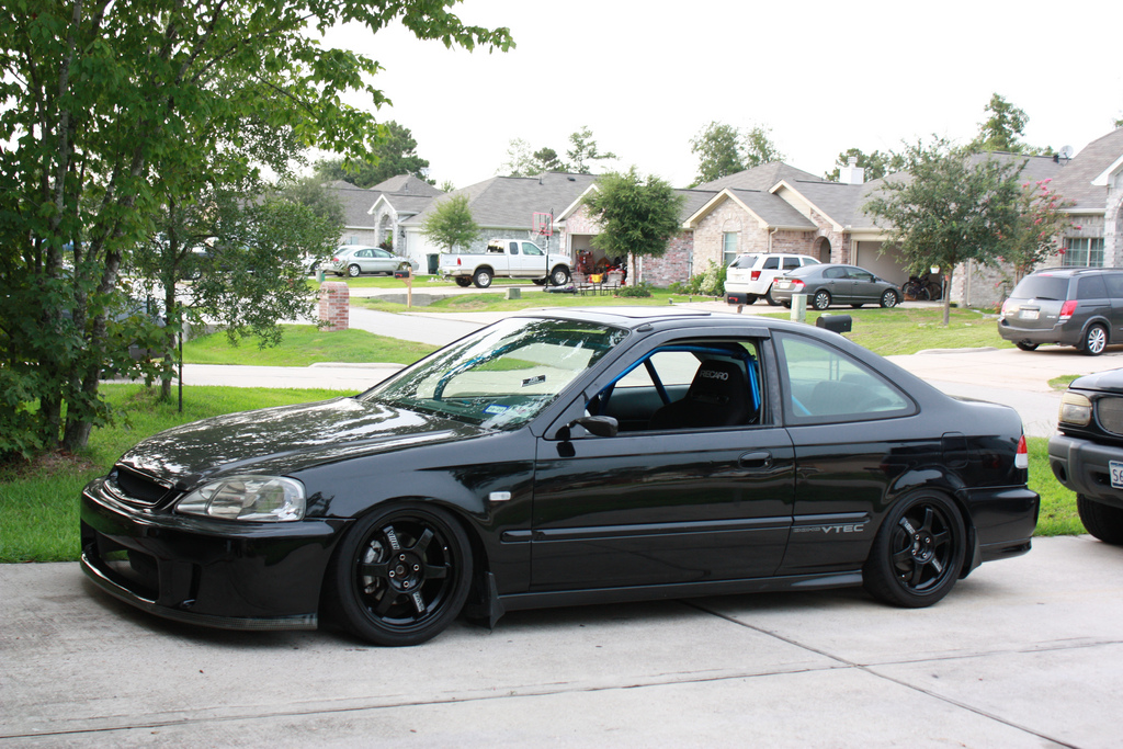Look over this perfectly magnificent civic you will tell all your friends about and go crazy.