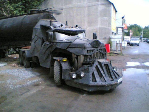 Look at this utterly fierce truck you gonna fall out!
