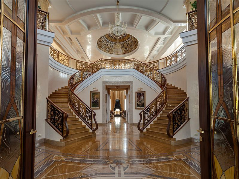 Peep out this fully fine thing mansion my boy went nuts!!!!