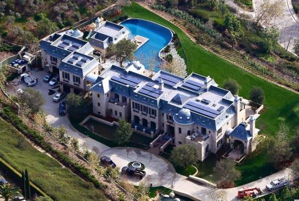 Lay your eyes on this utterly swanky bad mother mansion my bro fell out!