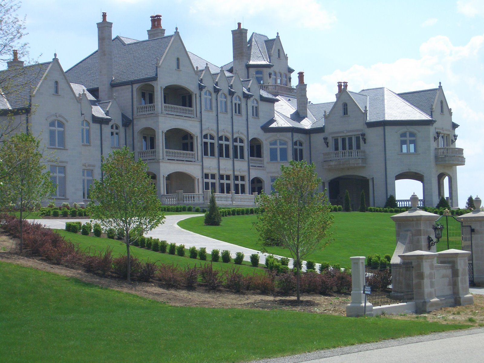 Lay your eyes on this totally deep piece mansion my lady went nuts.