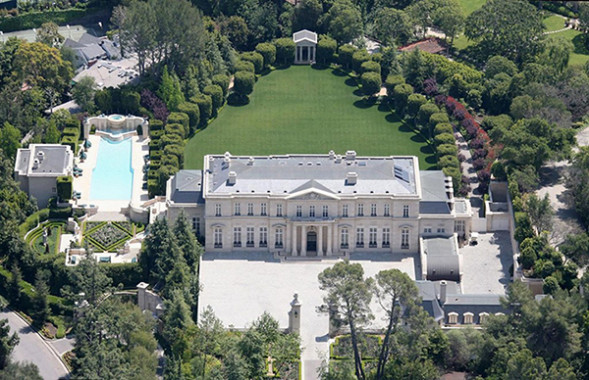 Checkout this quite drippin hizzy mansion my sis cried!!