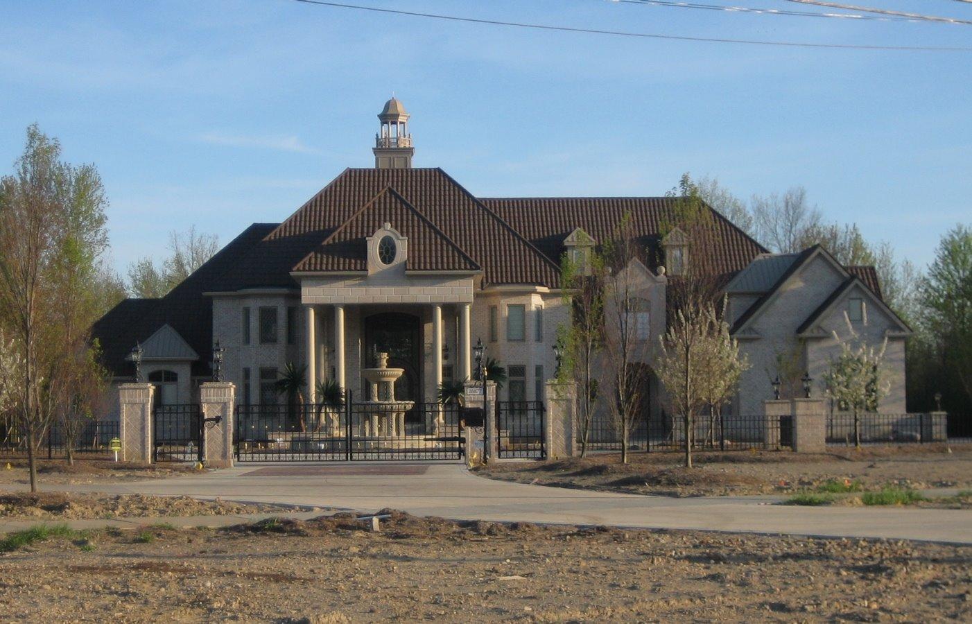 Checkout this altoghether rad bad boy mansion my bae went crazy :)
