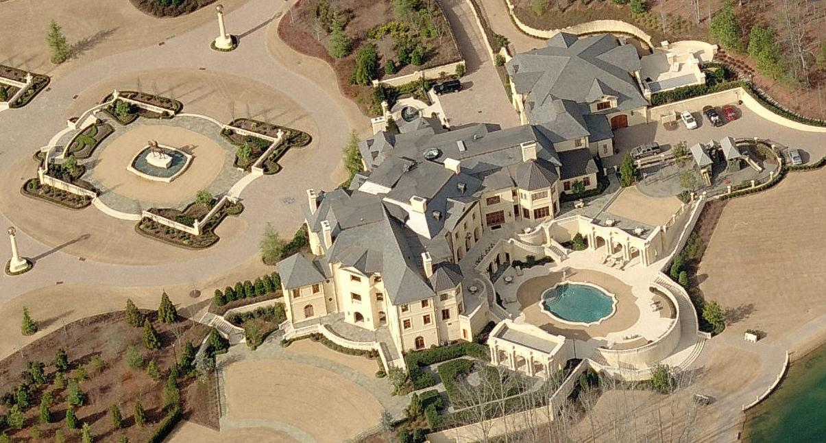 Peep out this bigtime def beast mansion my girl laughed!!!!