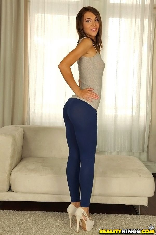 Look over this yoga pants wearing absolutely def girl that we know you will love!!!!