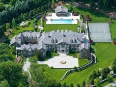 Lay your eyes on this absolutely world class bad mother mansion my dad cried :)
